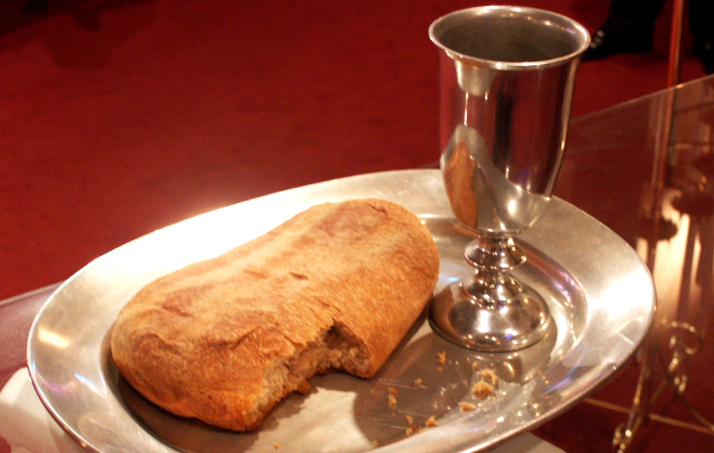bread-and-wine-214898_2261crop.jpg